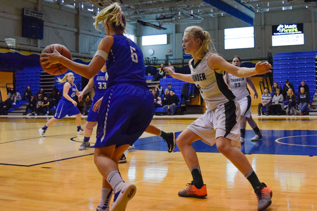 GRIZZLIES WOMEN'S BASKETBALL FALL IN PLAYOFF BATTLE