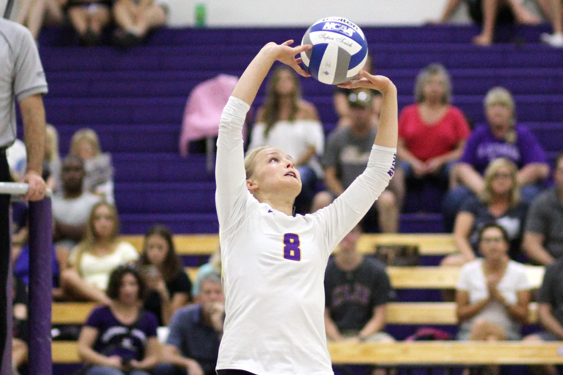 Jamie Smith had a match-high 40 assists against Pomona-Pitzer (Photo: Tracy L. Olson).