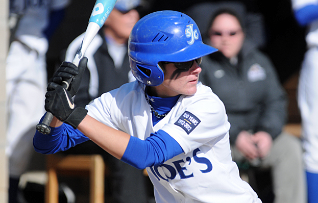 Softball Extends Winning Streak to 13 Games