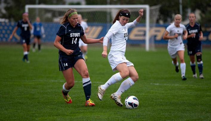 Blugolds Pull Off Upset Victory in Double-Overtime