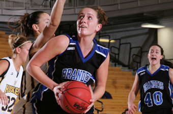 Women's hoops trounces Wellesley, 76-44