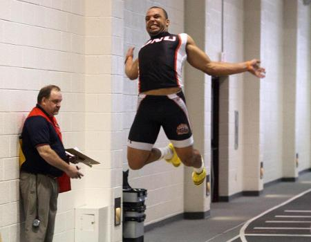 Three win events to lead Men's Indoor Track & Field to second place finish at OAC Split Meet