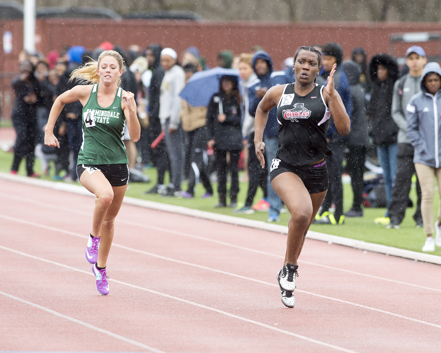 DOMINICAN COMPETES AT NYRR NIGHT AT THE RACES
