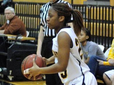 Women's Basketball Fights Valiantly, But Suffers 60-55 Loss to Piedmont