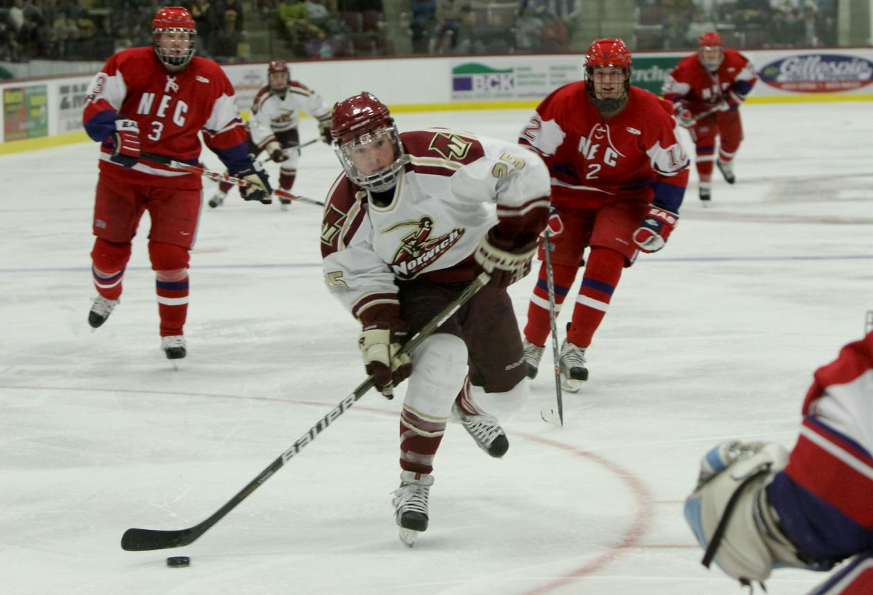 Men's Hockey: Four-goal first period powers No. 1 Norwich to 5-0 shutout win over Middlebury
