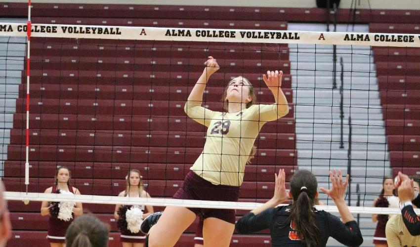 Volleyball Swept by Two Nationally Ranked Opponents
