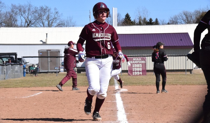 Softball Suffers Setback in Doubleheader at Hope