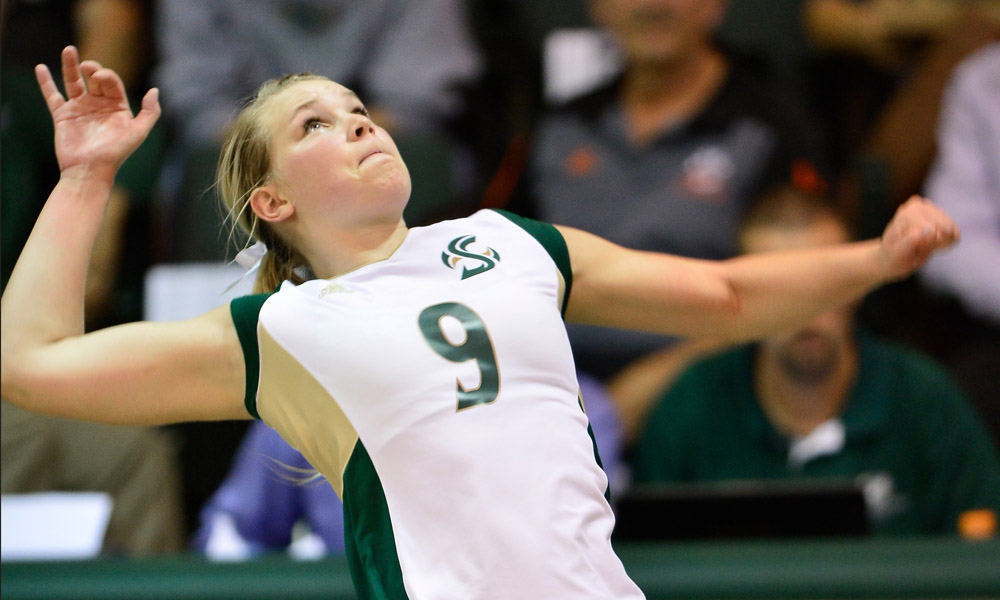 VOLLEYBALL SPLITS TWO MATCHES ON OPENING DAY AFTER 3-1 LOSS TO ST. JOHN'S