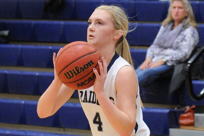 Women's Basketball: Bulger's 38-point effort guides Raiders past Pine Manor