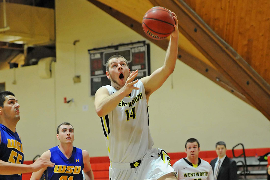 Late Free Throws Lift Men's Basketball to Win Over UNE in CCC Opener