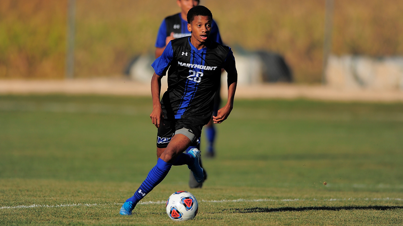 Robinson's late goal not enough against River Hawks