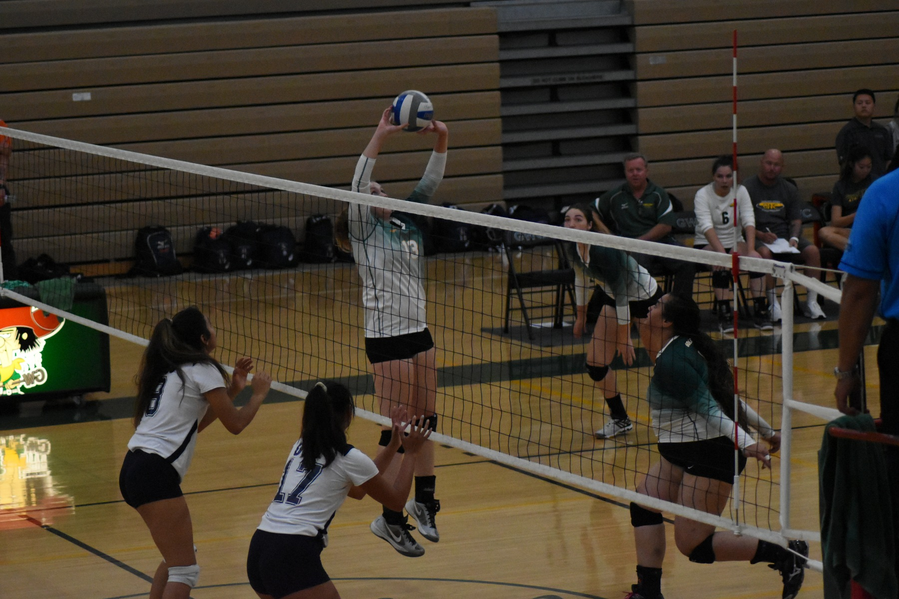 W Volleyball: Loses in Upset Sweep by the Dons