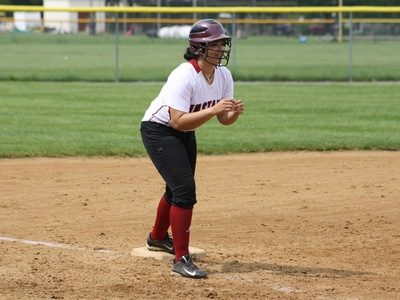 Softball: Mustangs Loses Lead Early In Defeat