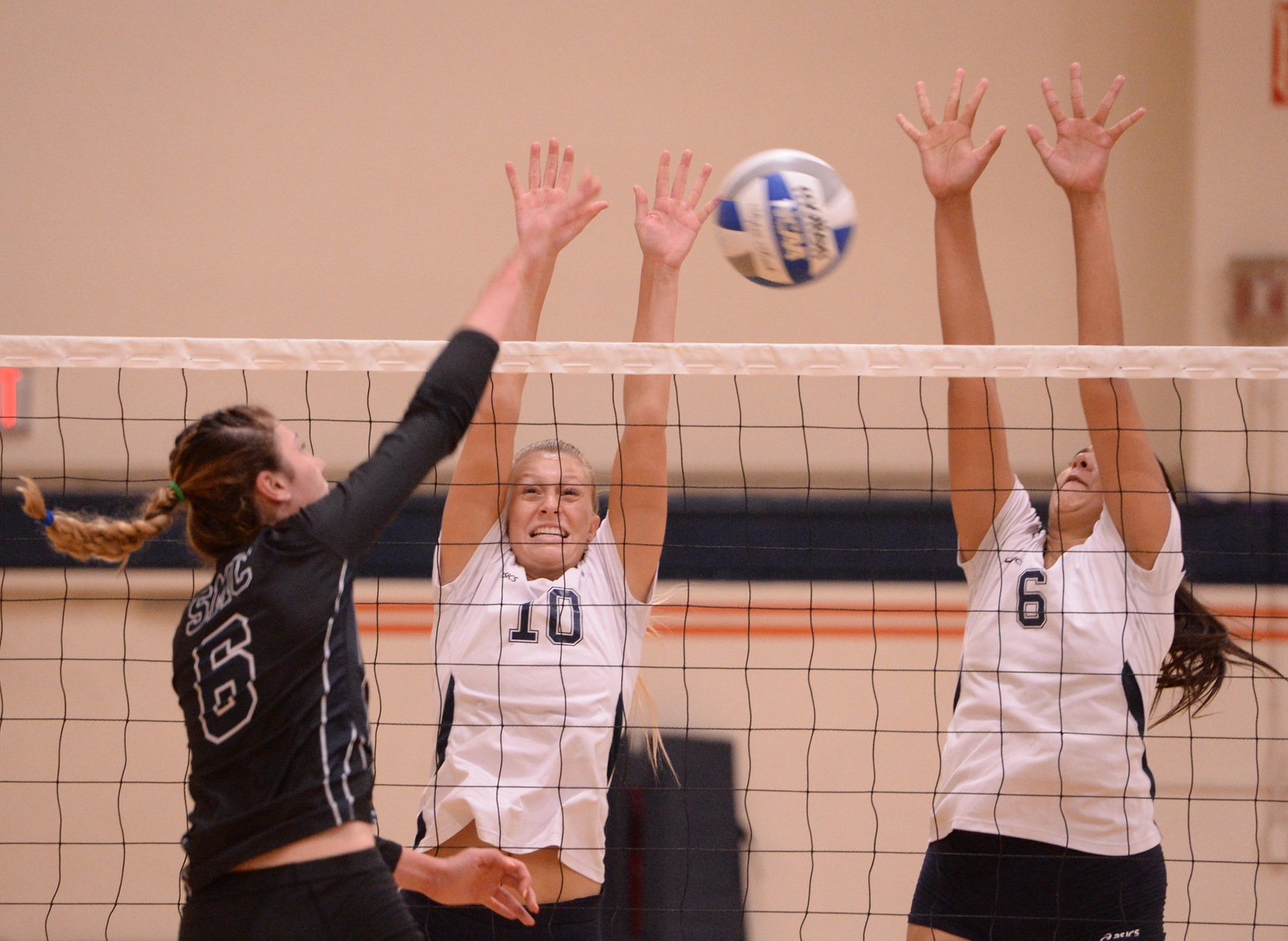 Pirates outlast Chargers in five sets