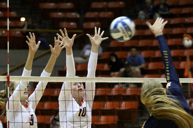 Volleyball Pushes #5 San Diego To Five, But Toreros Escape