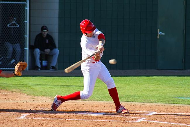 Marcus Skundrich singled in Mesa's go-ahead run in the eighth inning to help the T-Birds beat Gateway Wednesday afternoon. (photo by Aaron Webster)