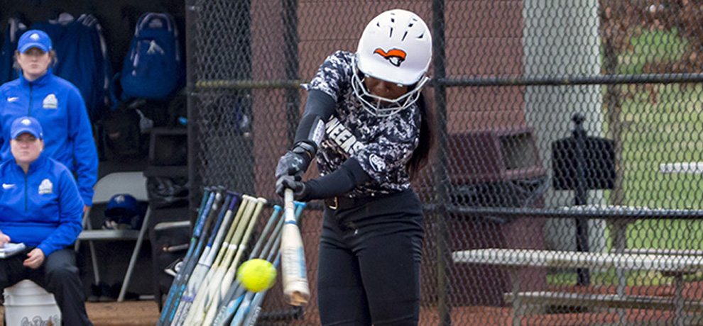 Queens ekes out pair of 3-2 wins over Pioneers