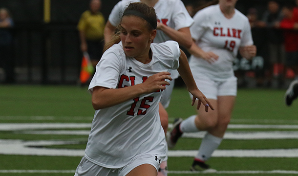 Late Goal Sinks Women's Soccer, 1-0