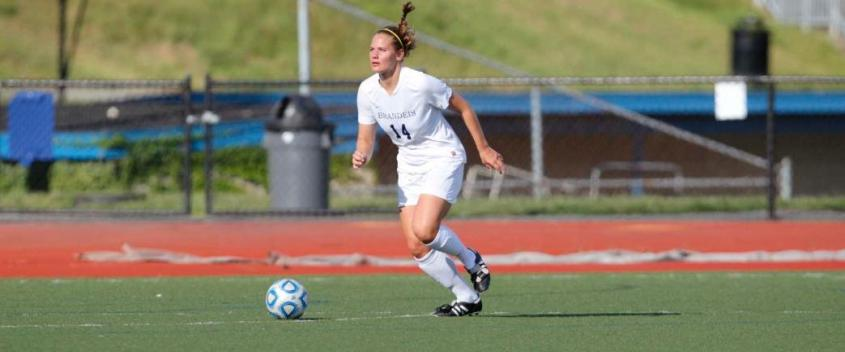 Late goal helps #5 WashU women upend #20 Judges, 2-1
