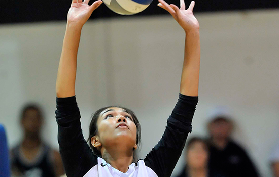 Women's Volleyball Splits Two Matches