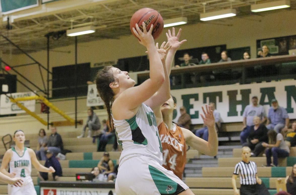 Daugherty, Settle record double-doubles in Bison win over Thiel, 70-67