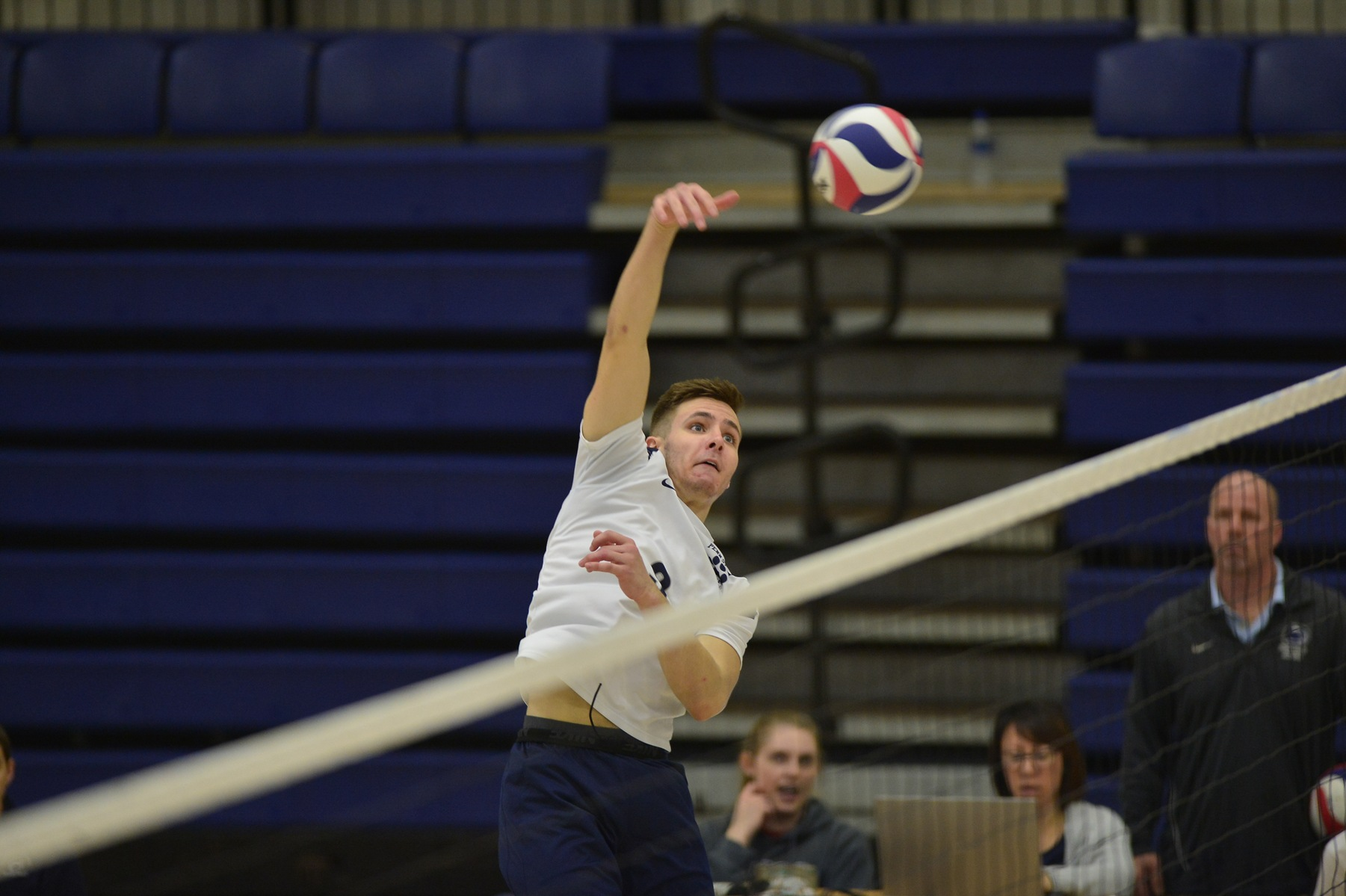 Men's Volleyball Sweeps Wilson