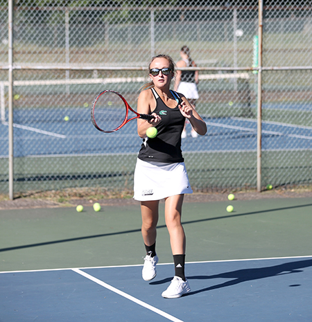 Golden Eagles collect a Skyline win over Gators in Skyline women's tennis