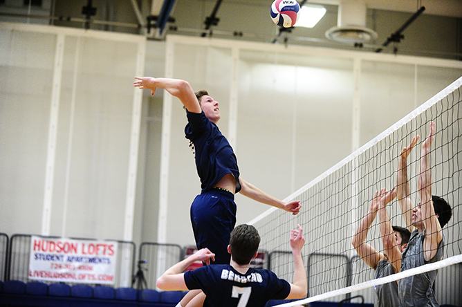 Munk, Theiss Lead Men's Volleyball Past Hilbert; Lions Fall to Siena Heights
