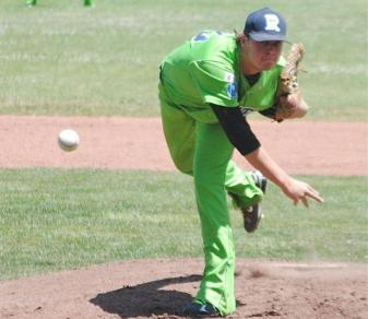 D.J. Stinsman throws a pitch for the independent Roswell Invaders.