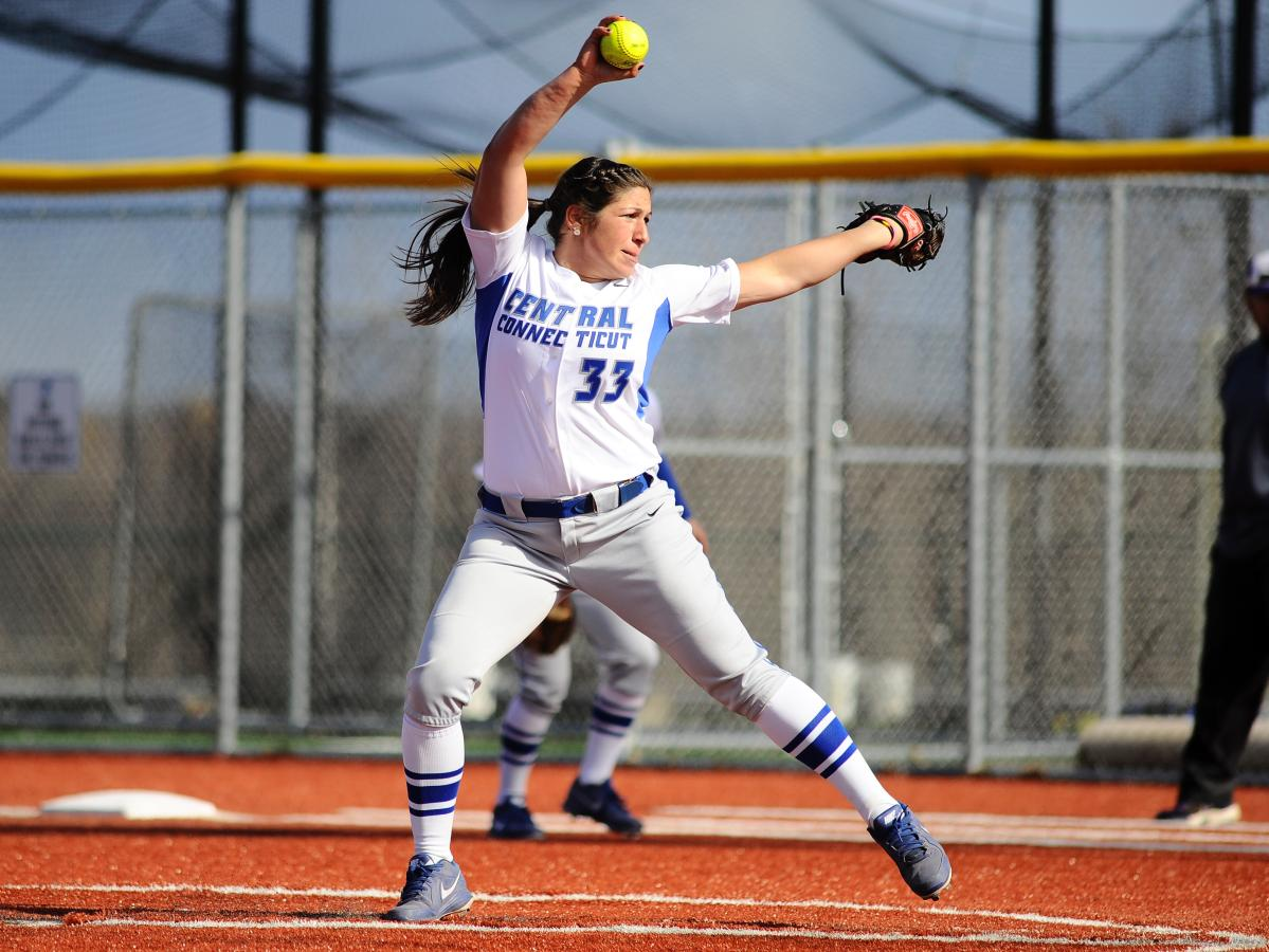 Softball Drops Two at Monmouth