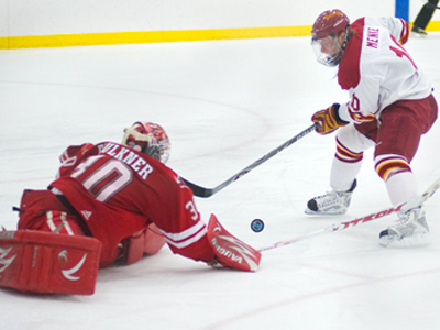 Ferris' Justin Menke tries to score on Nebraska-Omaha goaltender John Faulkner in Friday's matchup.  (Photo by Ed Hyde)