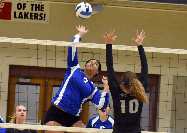 Lakeland falters down the stretch in loss to Columbus State, 3-1