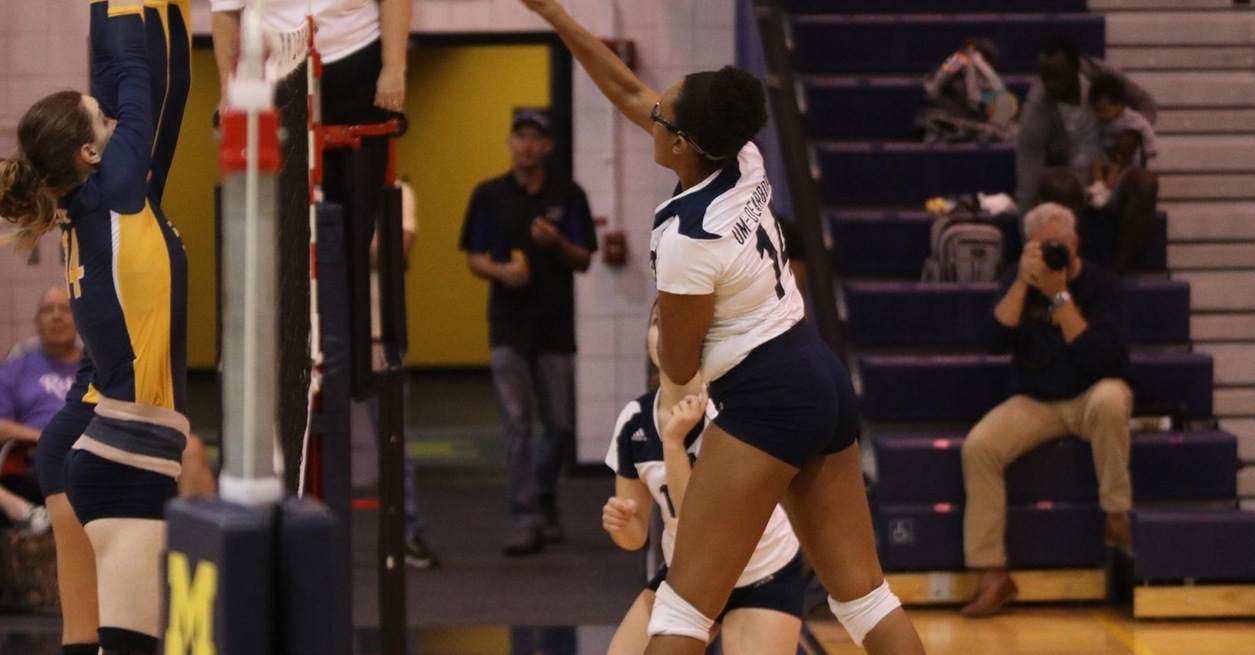 Volleyball drops four-set match at Concordia