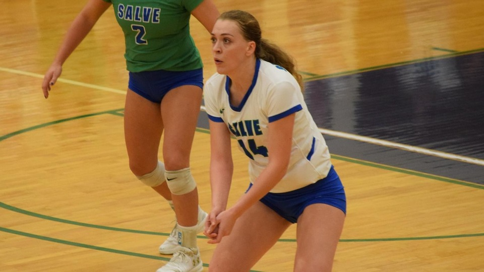 Andee Bender had a career-high 16 kills in a 3-0 victory for the Seahawks (Photo by Grace Murphy).