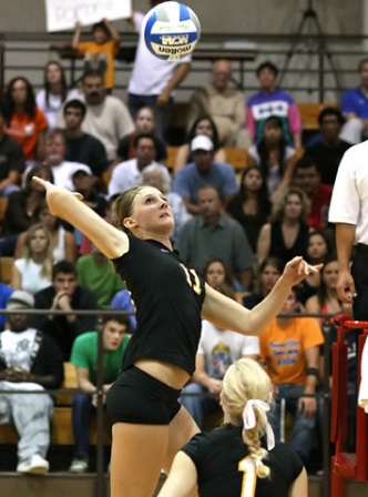 Athenas Volleyball Bounces Back to Beat Tigers