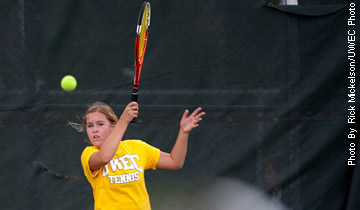 Women's Tennis Falls on Final Day of Spring Trip