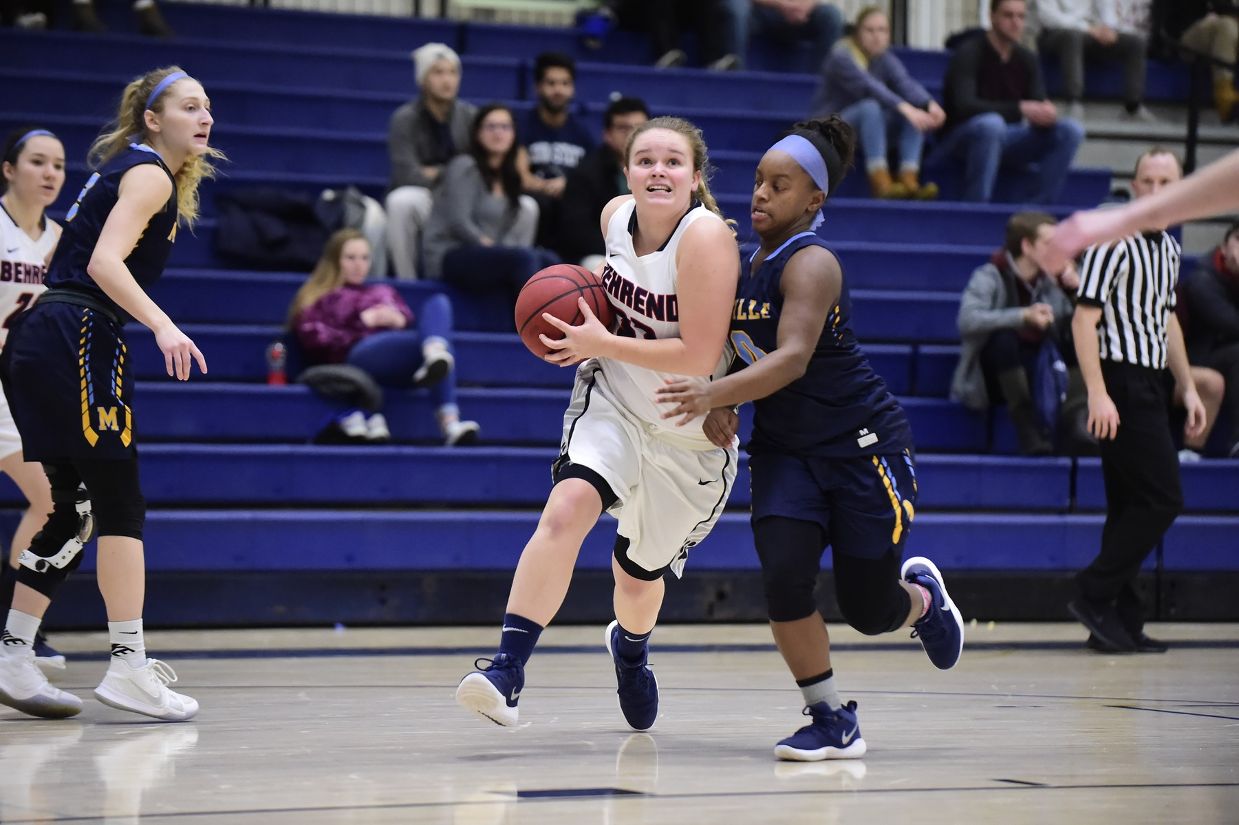 Big Second Half Lifts Medaille Past Women's Hoops