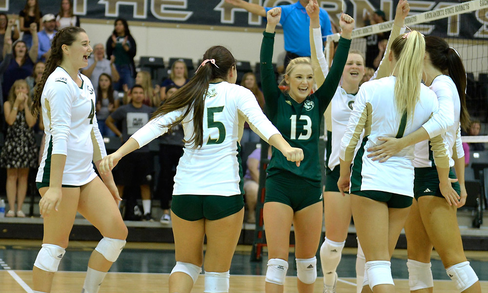 VOLLEYBALL IMPROVES TO 6-0 IN LEAGUE WITH SWEEP OF NORTHERN COLORADO