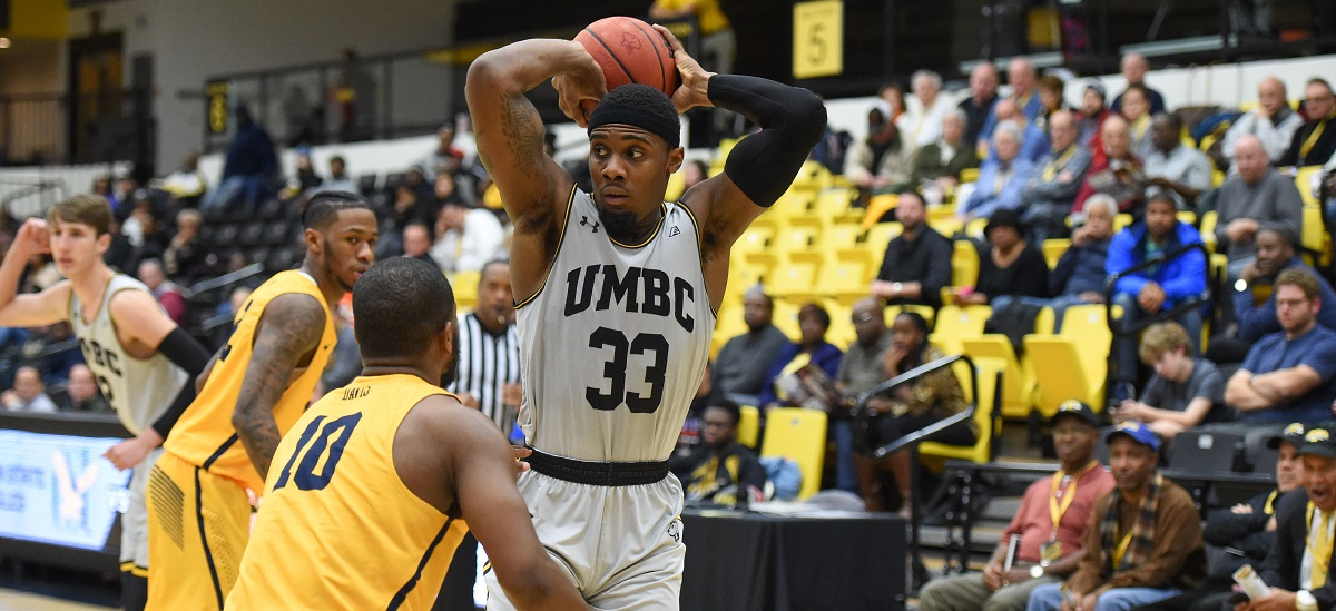 Lyles, Lamar Spark Offense, Maura Leads Defense as Men's Basketball Rallies to Edge UNH, 71-67