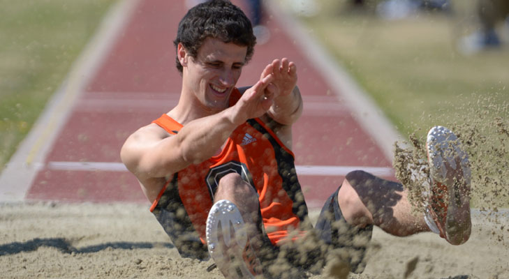 Cox Leads Oxy Track Teams at Rossi Relays