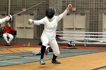 Women's fencing goes 0-3 at Beanpot Tournament