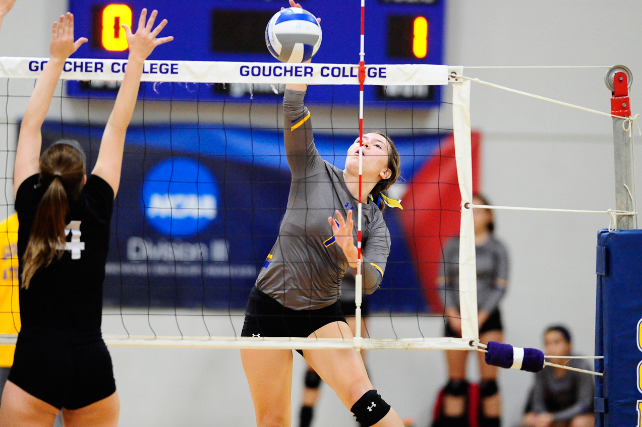 Volleyball Earns Split on Senior Day