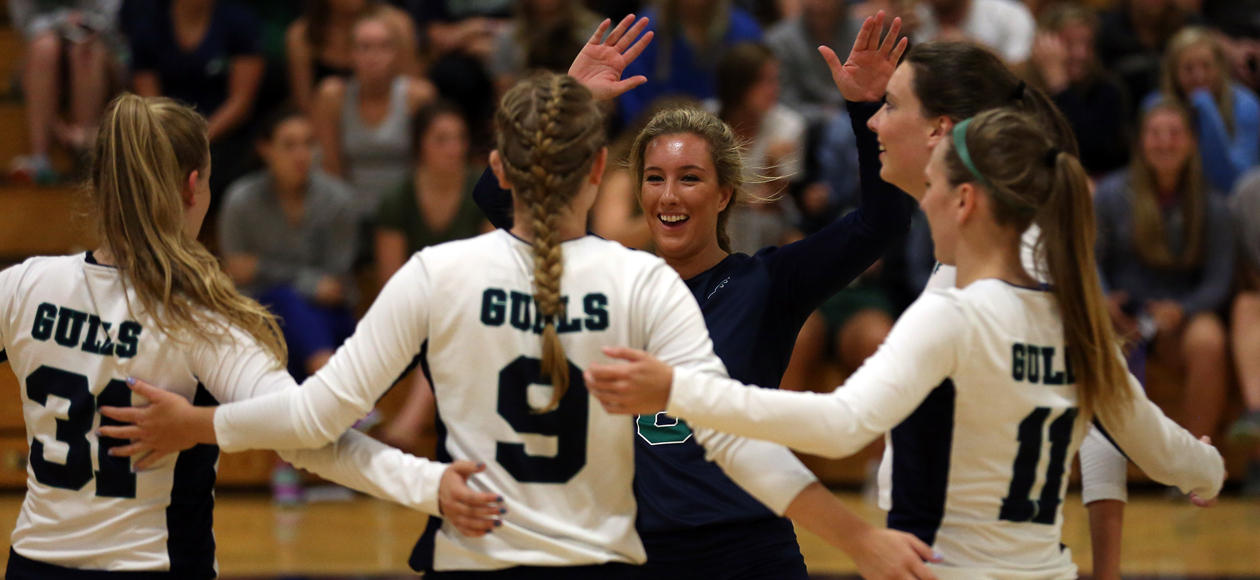 Endicott Defeats Wellesley 3-2, Falls to Ithaca 3-0 at Wellesley Invitational
