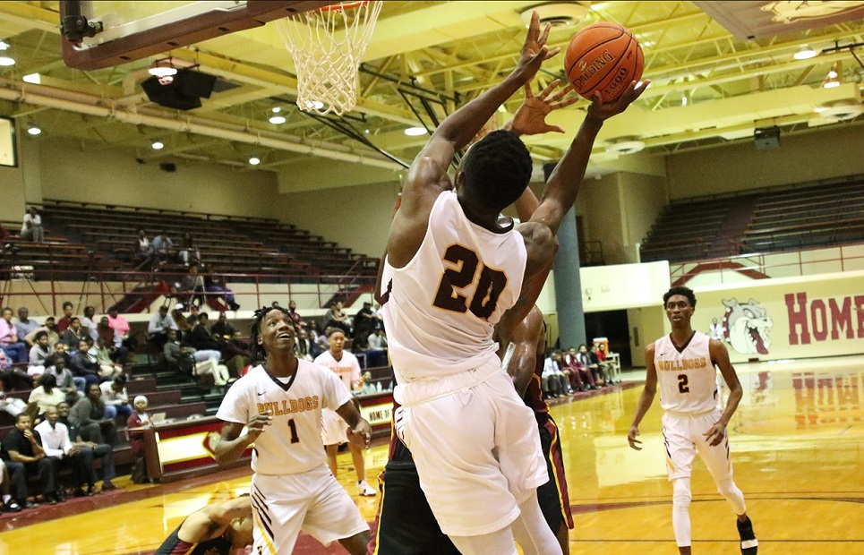 Hinds Bulldogs Take Down Meridian 67-64