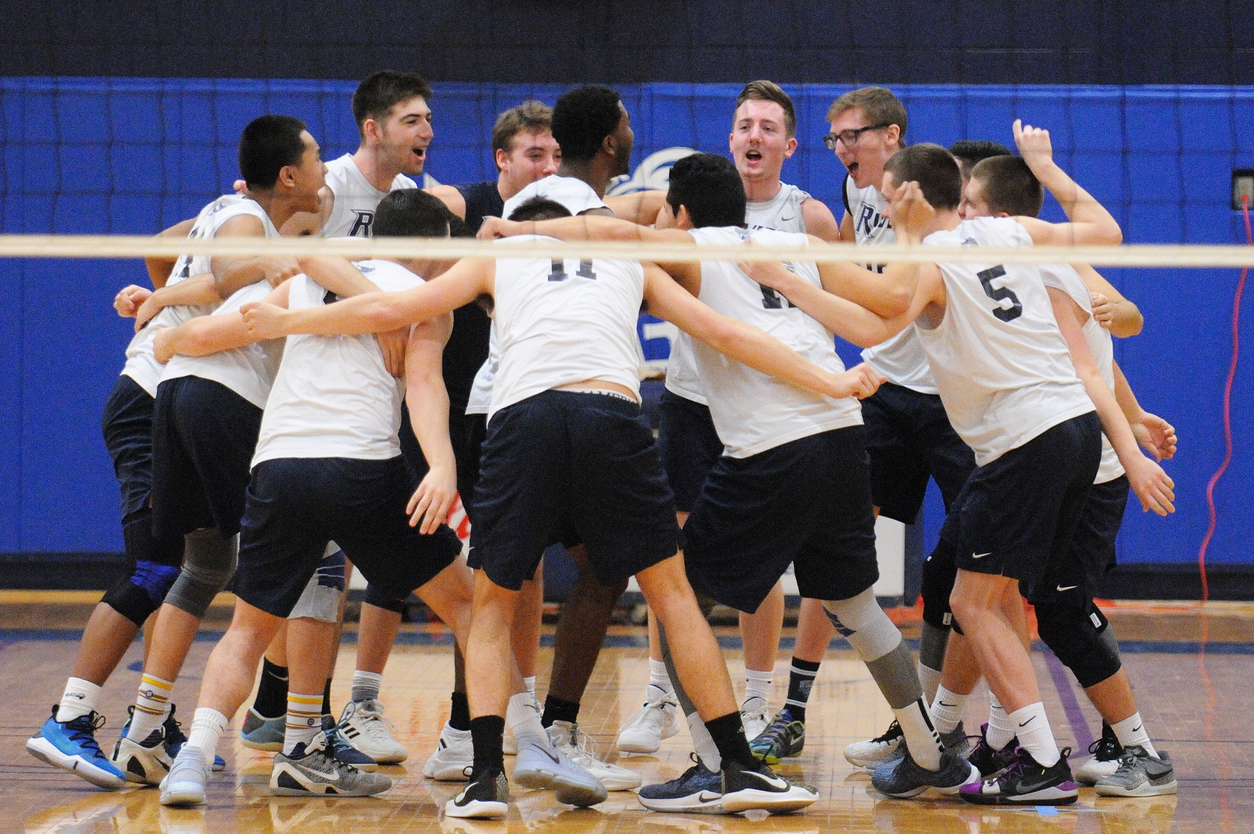 Men's Volleyball: Raiders sweep the Saints, 3-0.