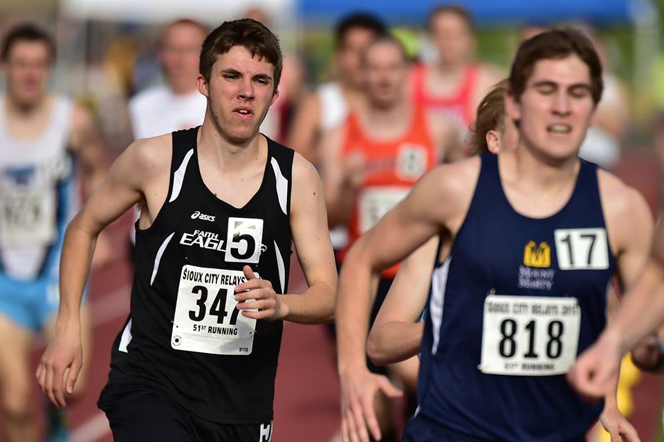 Track Team Continues Improvement at Sioux City
