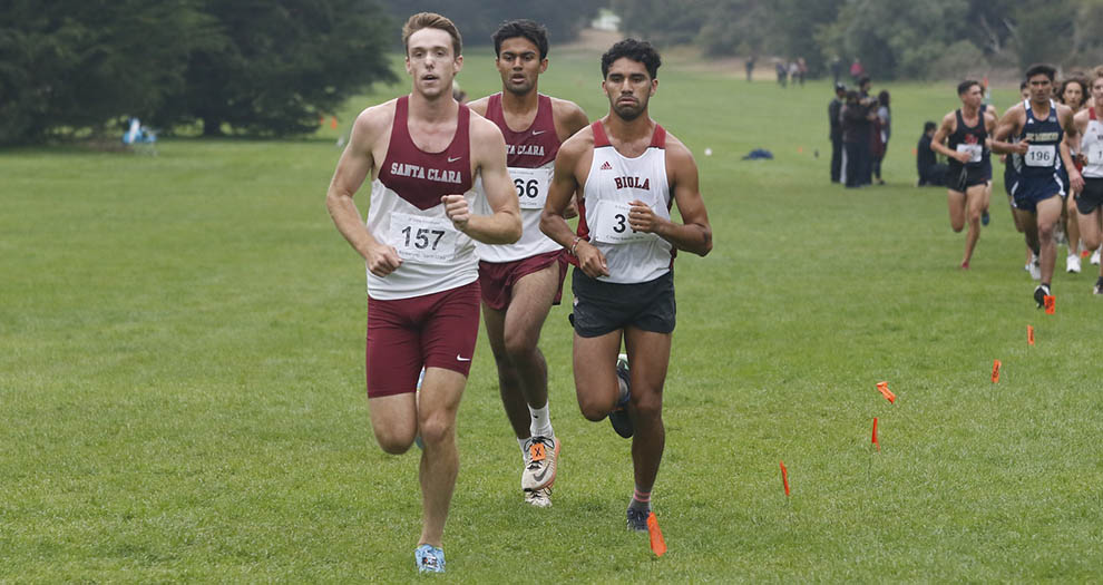 Austin Blankenship (left) and Aditya Mohan (middle) were two of four Bronco men's runners to compete on Friday afternoon. (Photo: SFSU Athletics)