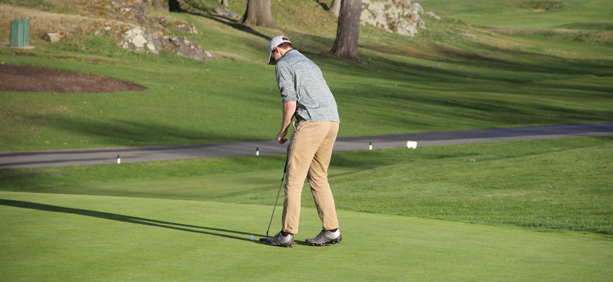 Image of Carter Knox about to take his putt on the 18th green at Kernwood.