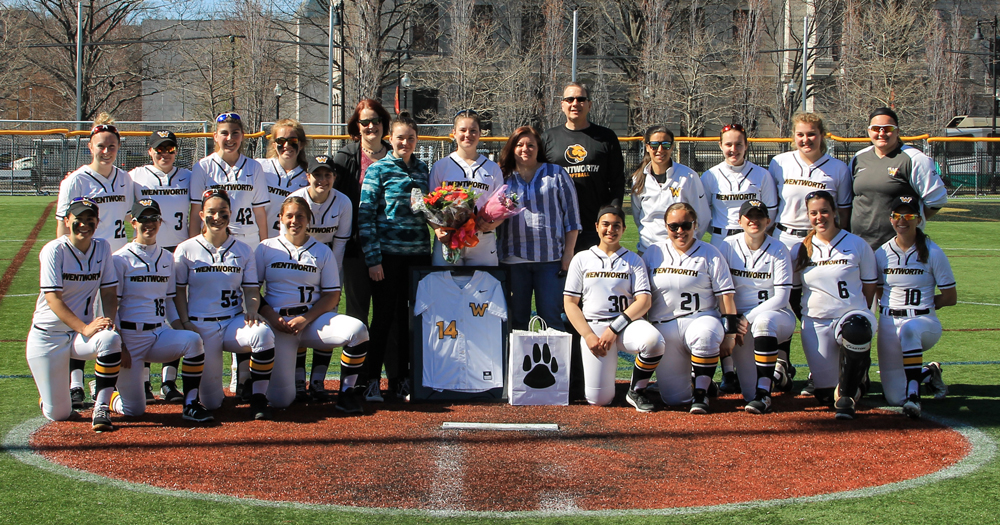 Softball Splits with Curry on Senior Day
