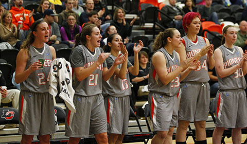 #8 Women's Basketball Comes From Behind Defeating GFU to Take 1st Place in NWC